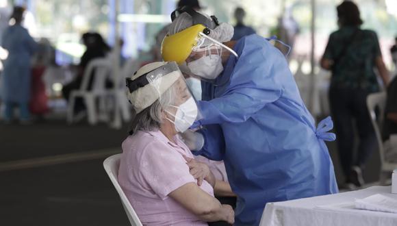 Óscar Ugarte informó que se reprogramará la vacunación contra el COVID-19 a adultos mayores de 70 años. (Foto: GEC)