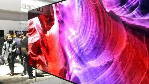 La pantalla de 65 pulgadas está hecha con material OLED que emite imagen de resolución 4K. (EFE)