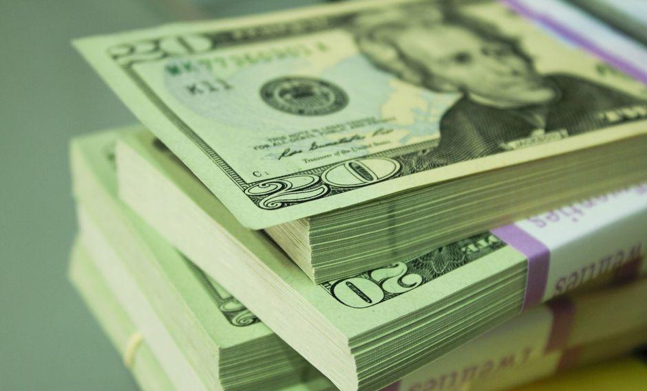 El dólar registra una leve baja en lo que va de la jornada cambiaria. (Foto: GEC)