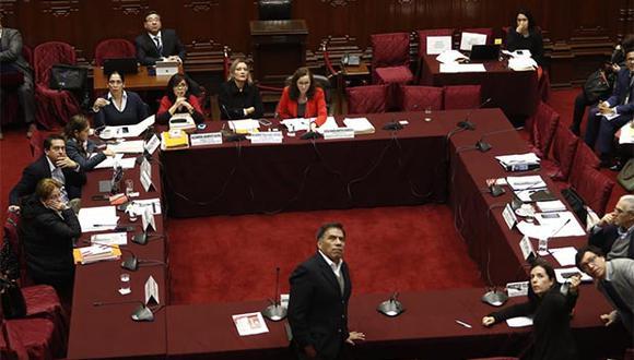 Modificación a ley electoral también incluye a partidos que retiren sus listas de candidatos de comicios. (Foto: César Campos / GEC)