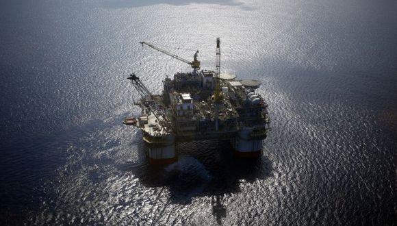 Exxon y Chevron avanzan proyectos marinos pese a caída del crudo. (Foto: Bloomberg).