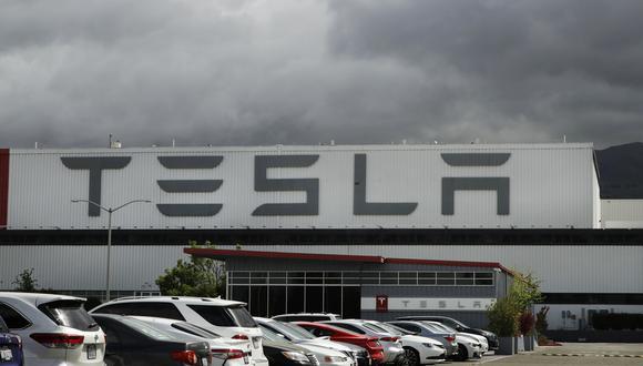 Durante el pasado año, Tesla pasó de ser una empresa que provocaba dudas entre los inversores a convertirse en uno de los gigantes del mercado. (AP Photo/Ben Margot, File)