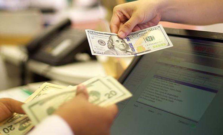 El dólar se vendía hasta en S/3.467 en los bancos este jueves. (Foto: GEC)
