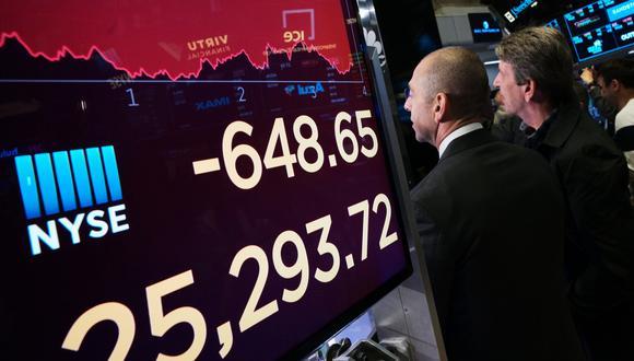 El S&P 500 cedió 69 unidades, a 2.4%, y se ubicó en 2,811 puntos. (Foto: AP)