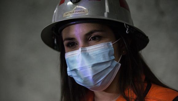 """""""La mina es como un monstruo, pero se puede dominar"""", afirma esta operaria, que fue la primera mujer en el nivel """"sub-6"""" del yacimiento, con más de 3,000 kilómetros de galerías subterráneas. (Foto: EFE/Alberto Valdes)"""