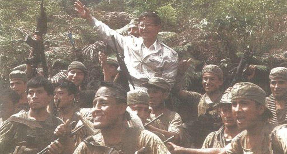 El presidente Fujimori en hombros de nuestros valerosos soldados en las aguas del río Cenepa.