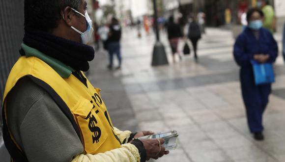 En el mercado paralelo o casas de cambio de Lima, el tipo de cambio se cotizaba a S/ 3.610 la compra y S/ 3.640 la venta. (Foto: Leandro Britto / GEC)