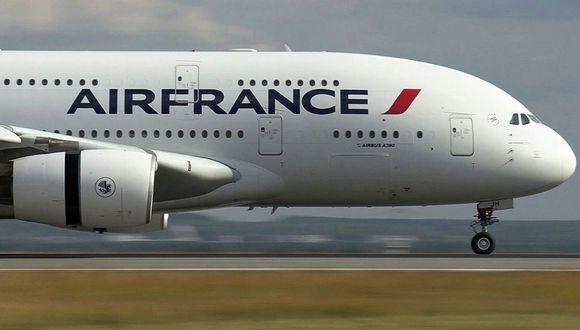 Los despidos que alistaría Air France representan algo menos del 15% de sus empleados y afectarían a pilotos, personal de tierra y azafatas. (Foto: AFP)