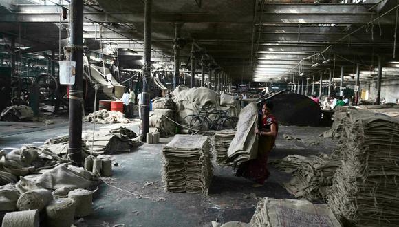 Una fábrica de yute en Jagatdal, India. (Foto: AFP)