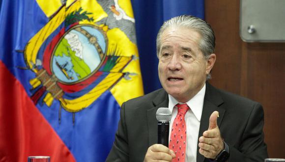 Una foto de un folleto facilitado por la Presidencia muestra al Ministro de Salud de Ecuador, Juan Carlos Zevallos, hablando en una conferencia de prensa en Quito, Ecuador. (EFE/ECUADOR PRESIDENCIA).