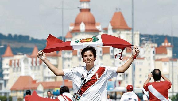 Los hinchas peruanos gastaron, en su conjunto, alrededor de US$ 560,000 en los recintos deportivos de Rusia 2018. (Foto: AFP)