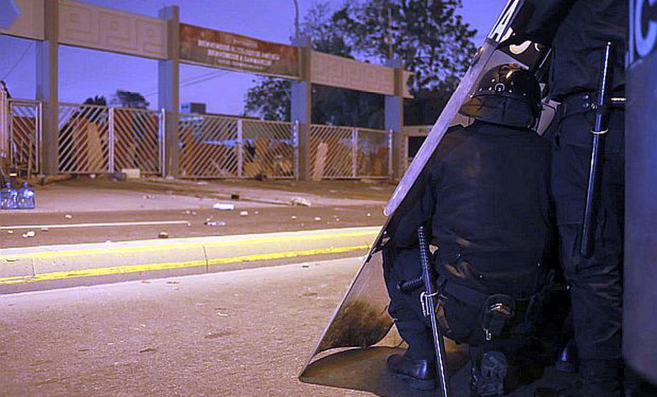 Los estudiantes bloquearon las puertas de ingreso a la Universidad San Marcos. (Foto: Juan Ponce/GEC)