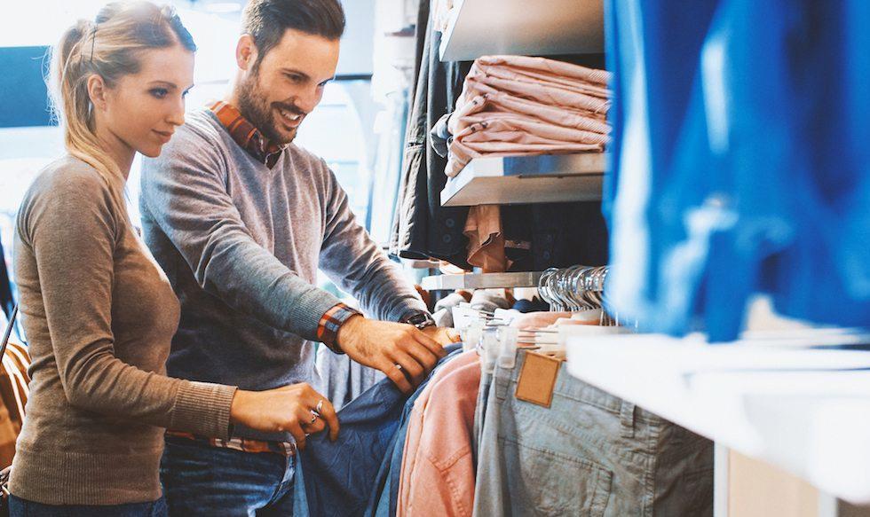 Foto 1 | Viste con un objetivo en mente. Al ir de compras y elegir tu ropa por la mañana, piensa en los objetivos de tu vida. Si lo que quieres es que te perciban como una persona madura y profesional, comprar ropa muy juvenil o demasiado casual sería algo incongruente. ¿No crees?