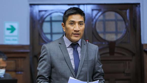 Jim Ali Mamani plantea inhabilitar por diez años a Martín Vizcarra. (Foto: Congreso).