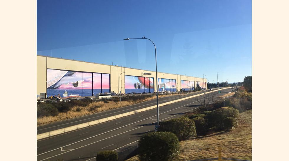 FOTO 1   Desde lejos, la fábrica de Boeing no parece tan grande