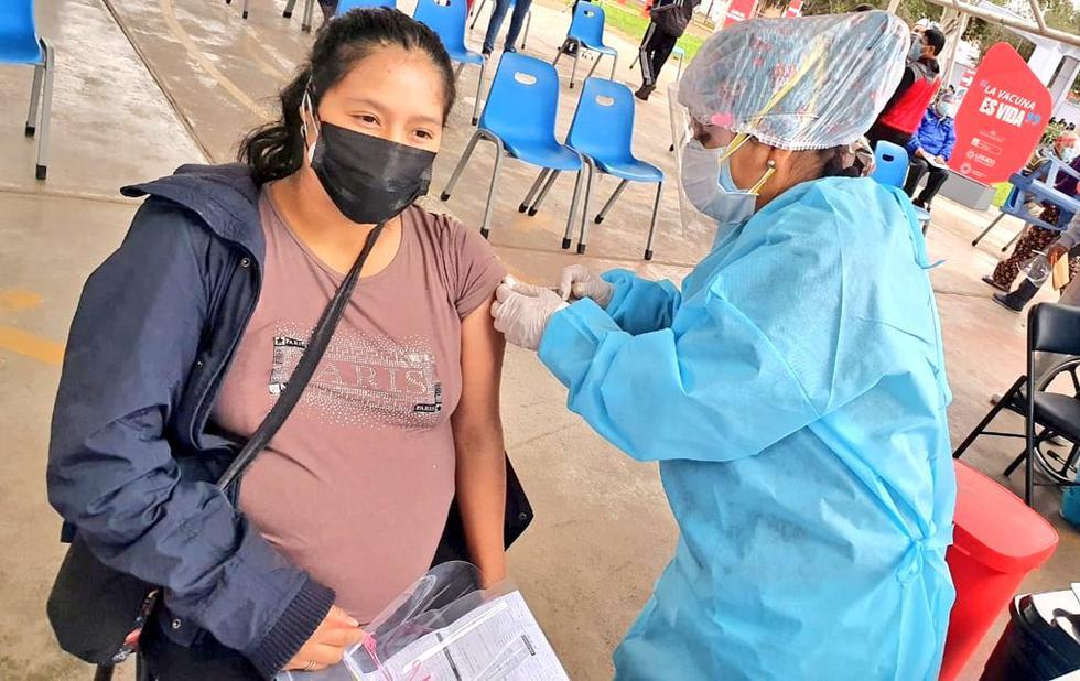 Esta mañana, el Ministerio de Salud (Minsa) inició la jornada de vacunación contra el coronavirus (COVID-19) a mujeres embarazadas, mayores de 18 años y con 28 semanas de gestación (siete meses), en diferentes puntos de Lima y Callao. (Foto: Minsa)