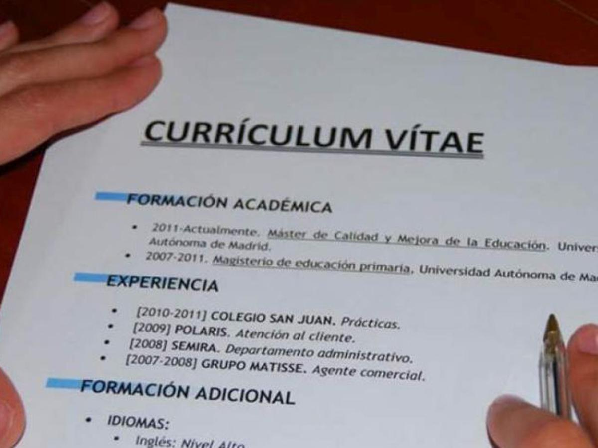¿Se escribe currículum, curriculum, currículo?