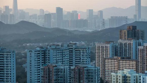 Las ciudades compactas y de gran altura son la antítesis de la expansión urbana y, en teoría, limitan la huella de carbono del entorno construido en parte porque tienen la capacidad de albergar a más personas en menos espacio. Eso es significativo considerando que los edificios actualmente representan más de la mitad de las emisiones de una ciudad en promedio. Vivir en una ciudad densa también exige notablemente menos intensidad energética por persona que la vida suburbana o rural dispersa. (Foto: Bloomberg)