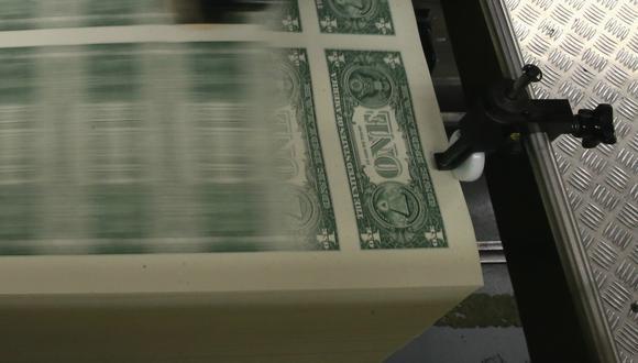 El dólar cerró a la baja el lunes. (Foto: AFP)