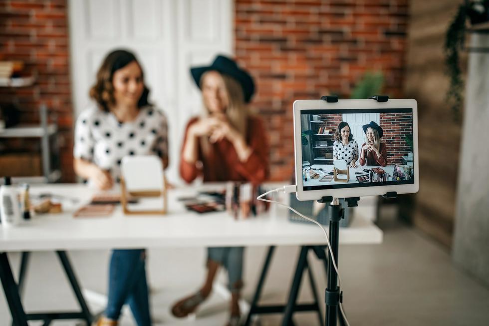 Debes ser audaz al expresar tu punto de vista para generar influencia y destacarse en cualquier nicho. Al compartir opinión atraerás a personas con los mismos puntos de vista y valores. Es más probable que estén interesados en lo que haces y vendes. Los influencers que hablan sobre las causas y los problemas que les preocupan crean seguidores leales y una conexión emocional. (Foto: iStock)