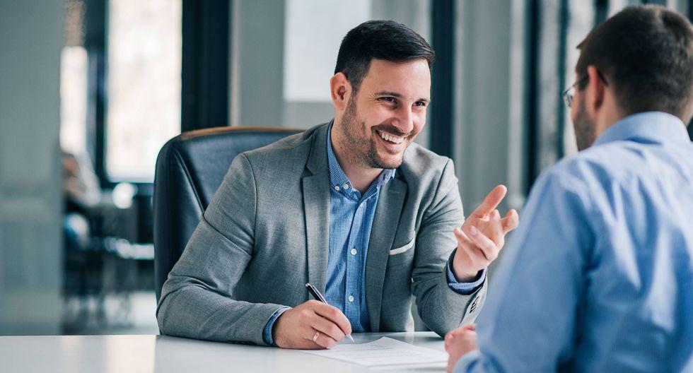 FOTO 1 | Los buenos jefes no dudan de la buena voluntad de sus empleados. Un mal jefe piensa en la mala intención de los trabajadores, para él todos son sospechosos y enseguida culpa y castiga. Un buen jefe se detiene a analizar el problema y escucha a su empleado. (Foto: iStock)