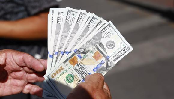 En el mercado paralelo o casas de cambio de Lima, el tipo de cambio se cotizaba a S/ 3.710 la compra y S/ 3.770 la venta de cada billete verde.. (Foto: Jessica Vicente / GEC)