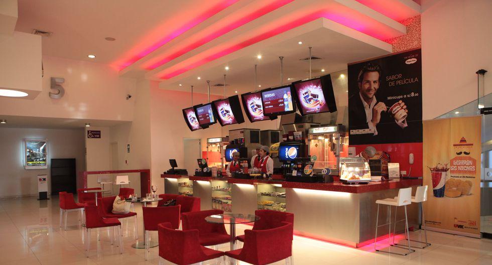 """Según el anuncio que exhibe UVK en uno de sus establecimientos, no se aceptarán los referidos billetes """"por política de la compañía"""". (Foto: GEC)"""