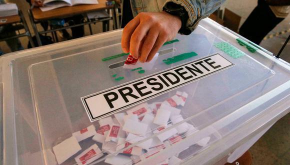 Según la última encuesta del Centro de Estudios Públicos (CEP), un 'think tank' de tendencia liberal, la mitad de los chilenos aún no decide por cual candidato votará, una cifra sin precedentes en las últimas tres décadas. (Foto: AFP)