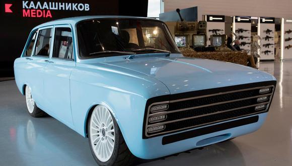 La respuesta de Kalashnikov a Tesla se inspira en un hatchback soviético de los años 70. (Foto: AFP).