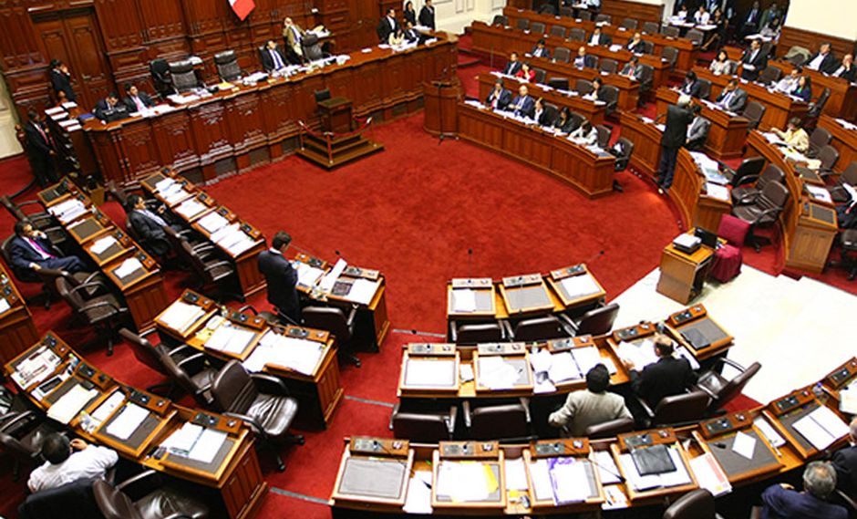 El Pleno del Congreso convocó para mañana a los ministros Francisco Ísmodes y Carlos Oliva por el proyecto Tia María
