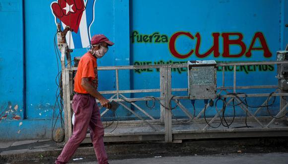 Cuba atraviesa una fuerte crisis económica en la que se mezclan un dramático endurecimiento de las sanciones estadounidenses presionando un cambio de modelo político, las ineficiencias propias del modelo y el golpe de la pandemia del COVID-19 que prácticamente paralizó a la isla. (Foto: AFP).