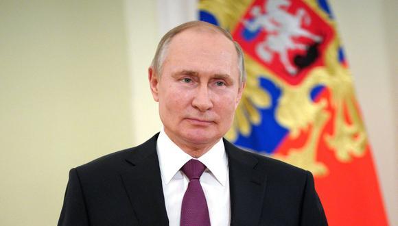 El presidente de Rusia, Vladimir Putin, escucha durante una reunión en el Kremlin en Moscú, el miércoles 24 de marzo de 2021. (Foto: AFP).