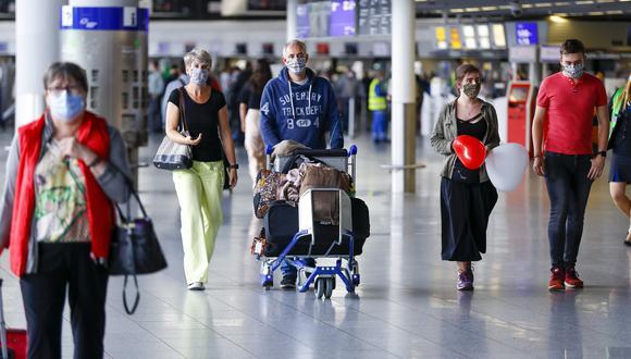 El aeropuerto de Frankfurt, en Alemania, ya recibe a viajeros europeos y también de países fuera de la Zona Schengen. (Bloomberg)