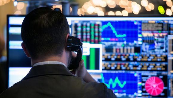 A medida que los precios suben, los inversionistas están acudiendo en masa a los Udibonos vinculados a la inflación y se están deshaciendo de los bonos nominales. El último mes, los rendimientos de los Udis con vencimiento en diciembre del 2025 oscilaron alrededor o por debajo del 2%, en comparación con el 2.24% del 30 de junio. El rendimiento de los bonos nominales en pesos con vencimiento en marzo del 2026 ha subido al 6.8%, desde el 6.39% durante el mismo período. (Foto: Bloomberg)