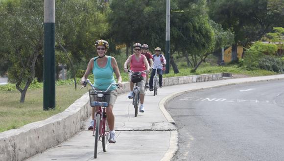 Los ciclistas, por ley, pueden movilizarse por la vereda cuando no exista ciclovía o ningún otro tipo de infraestructura ciclovial. (Foto: GEC).