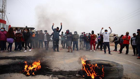 Ica: Panamericana Sur continua bloqueada por manifestantes