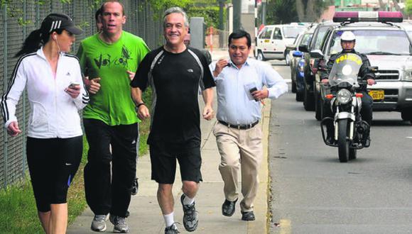 26 de noviembre del 2010. Hace 10 años –  Piñera salió a correr por los alrededores de su hotel en su fugaz visita a Lima. Posteriormente, se reunió con par peruano Alan García, el tema de la venta de gas estuvo presente.