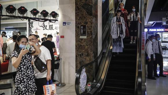 De todas las medidas aplicadas por Pekín para combatir la pandemia, sin duda la más dura y polémica es la muy rigurosa cuarentena hotelera, en total aislamiento, para quienes llegan de fuera. (Foto: EFE)