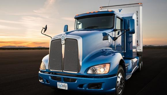 Toyota, uno de los pioneros mundiales de los autos de pila de combustible con su modelo Mirai, también participa en un proyecto piloto de camiones de hidrógeno para el puerto de Los Ángeles desde el 2017.