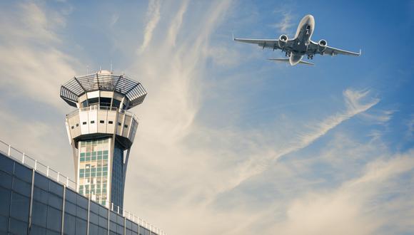 Bielorrusia dijo que actuó en respuesta a una amenaza de bomba en el avión, aunque resultó ser falsa. El lunes, indicó que sus controladores de tierra habían dado orientación al vuelo pero no se le había ordenado aterrizar. (Foto: iStock)