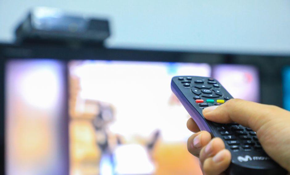 Canales de TV suman comerciales pese a prometer lo contrario