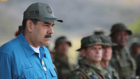 Las fuerzas de seguridad de Venezuela que son leales al régimen de Maduro han lanzado este martes bombas lacrimógenas contra el movimiento que apoya a Guaidó.(Foto: AFP)