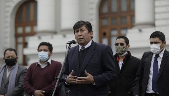 Perú Libre planteó un proyecto que atenta contra la libertad de prensa al dar facultades al Gobierno para controlar el contenido que propaga cada medio de comunicación. (Foto: El Comercio)
