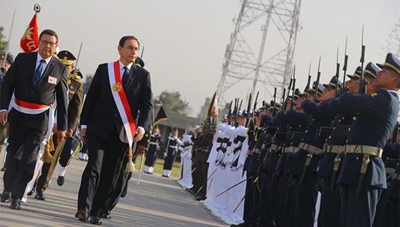 Martín Vizcarra encabezó la ceremonia por el Día de las Fuerzas Armadas en el Cuartel General del Ejército. (Foto: Agencia Andina)