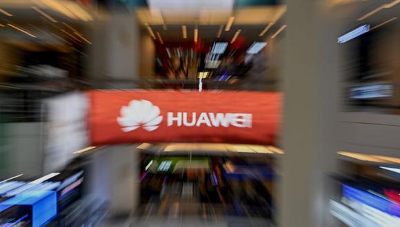 Huawei, actualmente el segundo proveedor de smartphones, podría caer a tercer lugar detrás de Apple. (Foto: AFP)