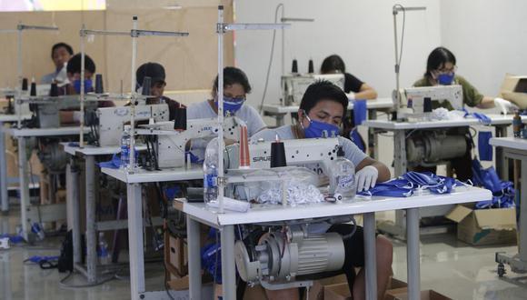 Los trabajadores de todos los sectores económicos deben contar con este seguro. (Foto: Francisco Neyra / GEC).