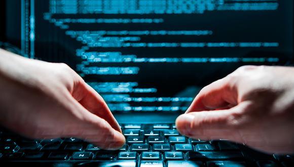 FOTO 7 | Blockchain Developer  Este empleado debe tener conocimientos sobre bases de datos no relacionales, bases de criptografía, principales blockchain de código abierto, programación, algoritmos y estructura de datos. Es el que se encarga de desarrollar redes para distribuir la información digital, además del desarrollo de contratos inteligentes integrados y distribuidos en servidores.  Algunos muy complejos y otros que se le antojarían a cualquiera. Existen otros empleos que se han vuelto relevantes para las compañías, dentro de ellos podemos encontrar al auditor interno, al que maneja las relaciones con clientes, entre otros ¿Cuál de estos te llamó más la atención? ¿Cuál estarías dispuesto a desempeñar?