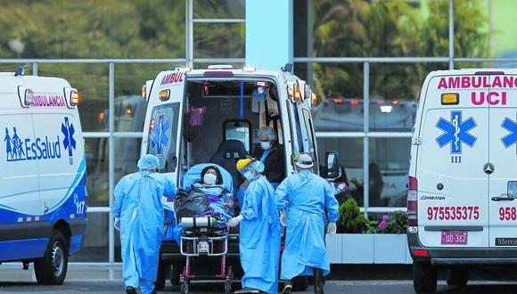 La decana señaló que los enfermeros son los encargados de aplicar las vacunas. (Fotos: Francisco Neyra/GEC )