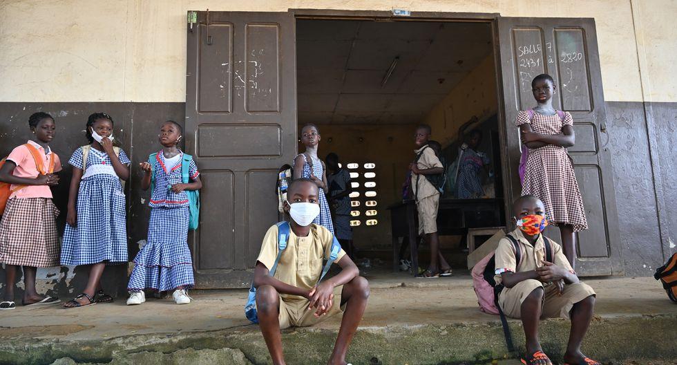 Las mascarillas serán una prenda común en las escuelas de todo el mundo. (Foto: Issouf SANOGO / AFP)