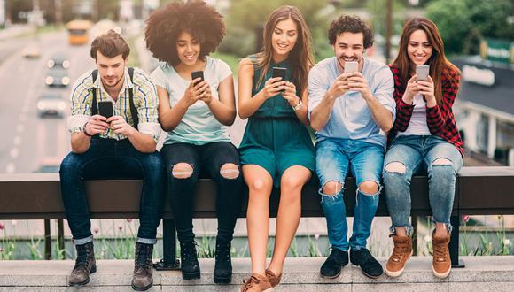 FOTO 1 | 1. Accesorios para celular  Ipsos y Motorola comprobaron en su estudio Balance de Vida y Teléfono lo que muchos ya sabían: los millennials tienen una dependencia emocional hacia sus teléfonos, ya que el 75% de los entrevistados admitió sentir pánico al pensar que ha perdido su equipo. De ahí que lo consideren un objeto de sumo cuidado. Comercializa fundas para celular, y otros accesorios de moda, en un kiosco que ubiques en un centro comercial, donde también ofrezcas reparaciones básicas. Puedes sumarte a una red de franquicias, como la de Cellairis, por 500,000 pesos de inversión inicial.